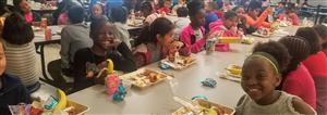 LES students enjoying lunch.