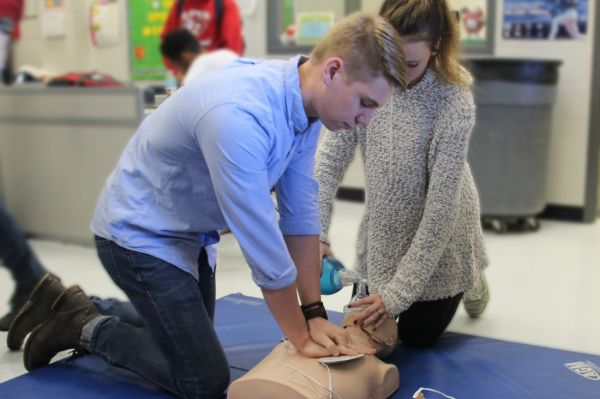 Students performing CPR on a manequin